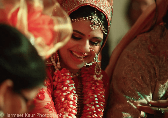 Bride Wearing Simple Bridal Jewellery by Harmeet Kaur Wedding-photography Bridal-jewellery-and-accessories | Weddings Photos & Ideas