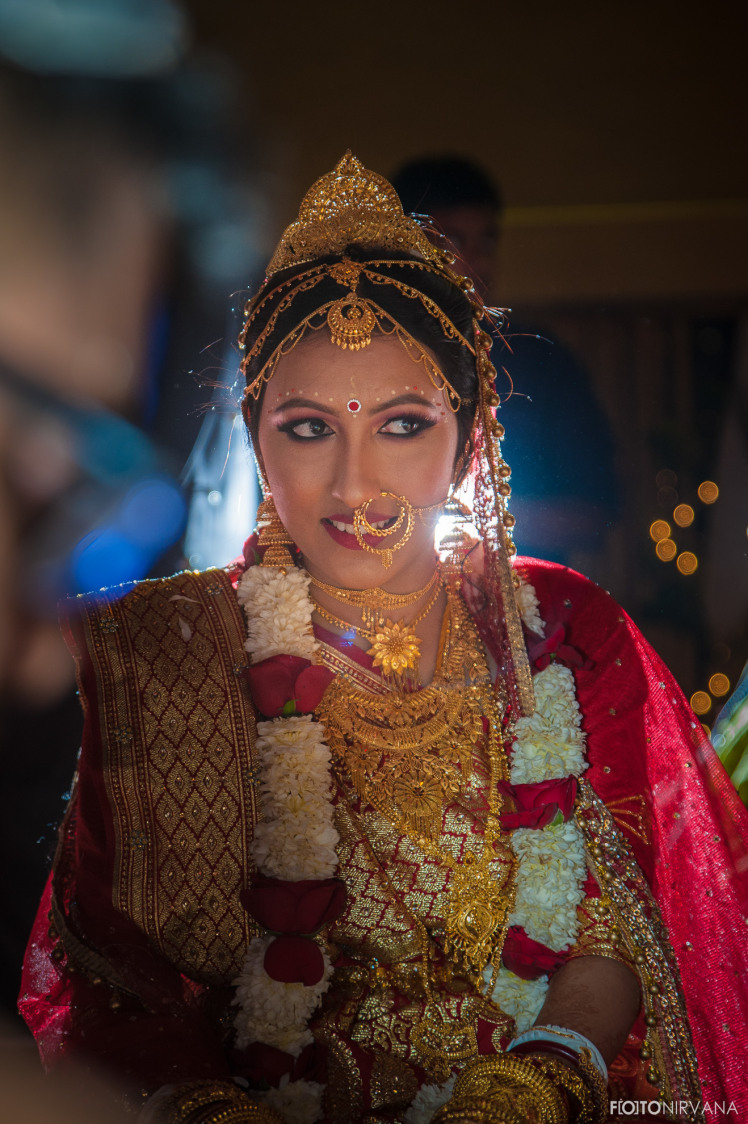 Ravishing Bride Wearing Simple Gold Jewellery ! by FOTONIRVANA Wedding-photography Bridal-jewellery-and-accessories | Weddings Photos & Ideas