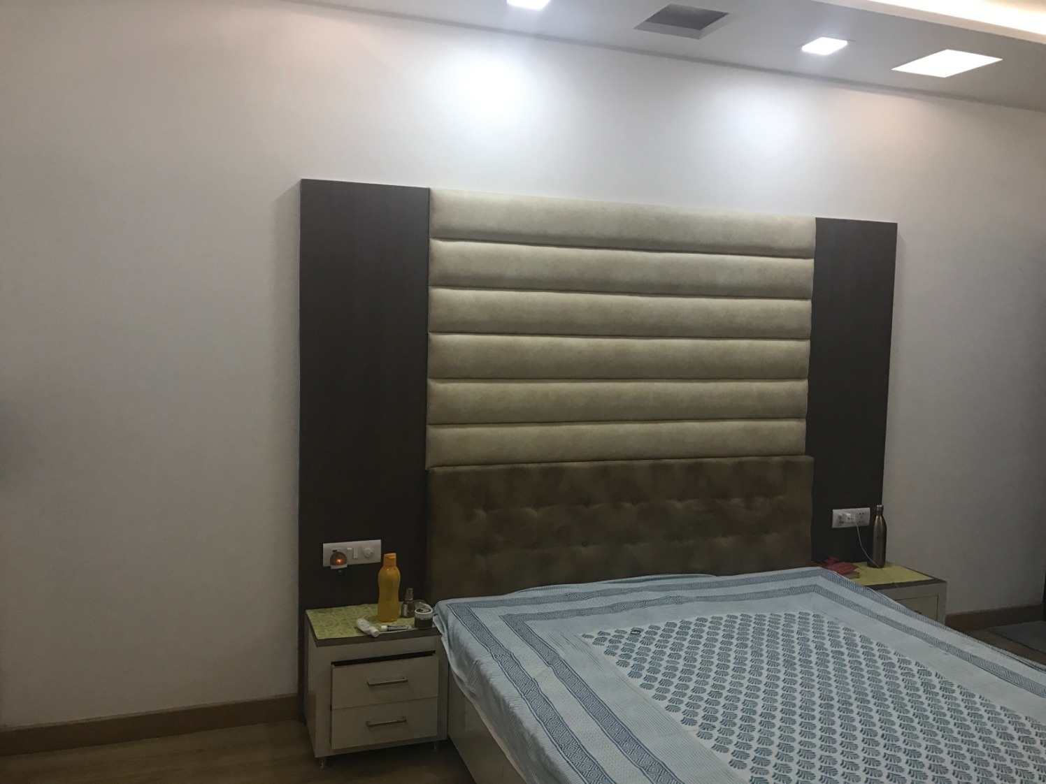 Basic Queen Size Bed with Cushioned Headboard and False Ceiling by Ar. Barkha Jain Bedroom Minimalistic | Interior Design Photos & Ideas