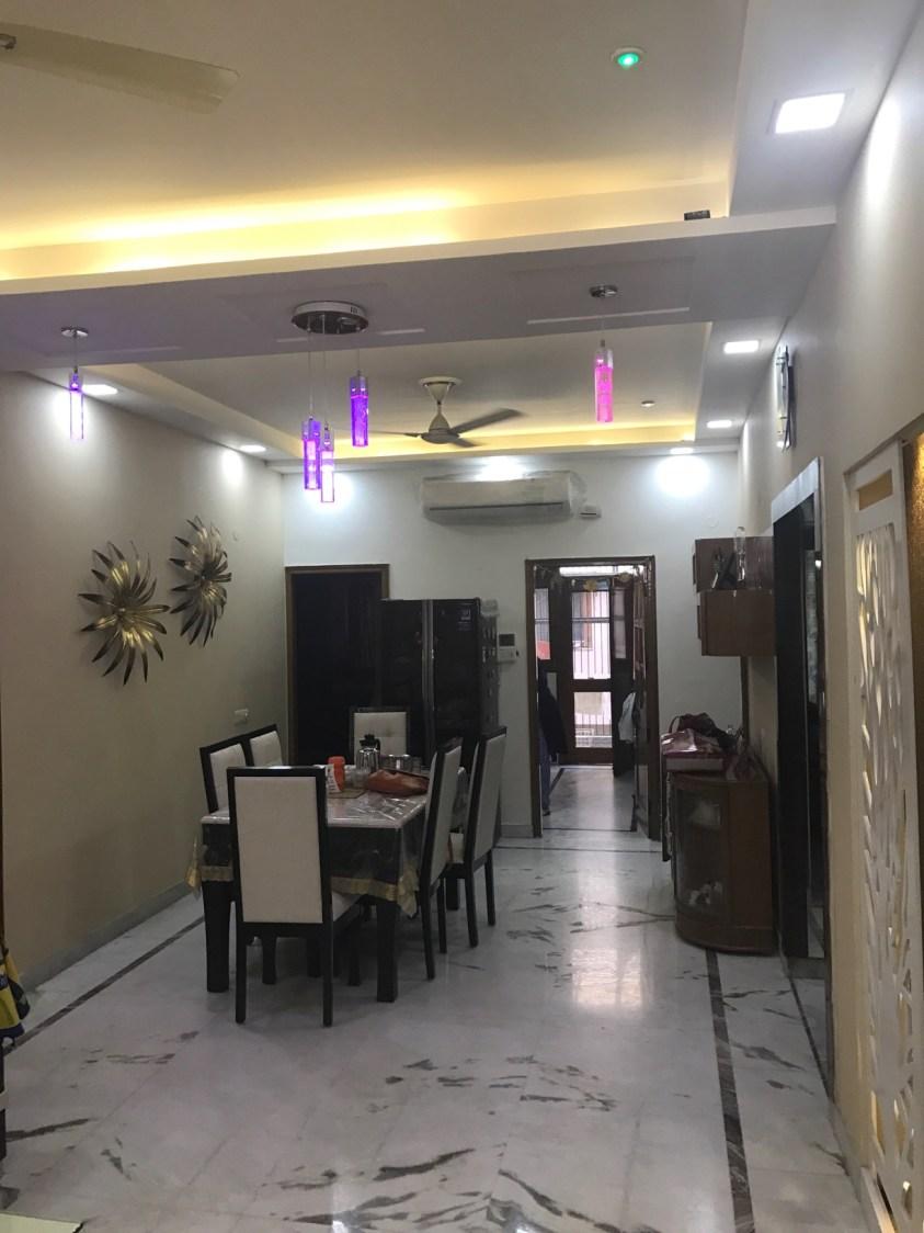 Simple dining room decor with Marble Flooring and False Ceiling by Ar. Barkha Jain Dining-room Modern | Interior Design Photos & Ideas