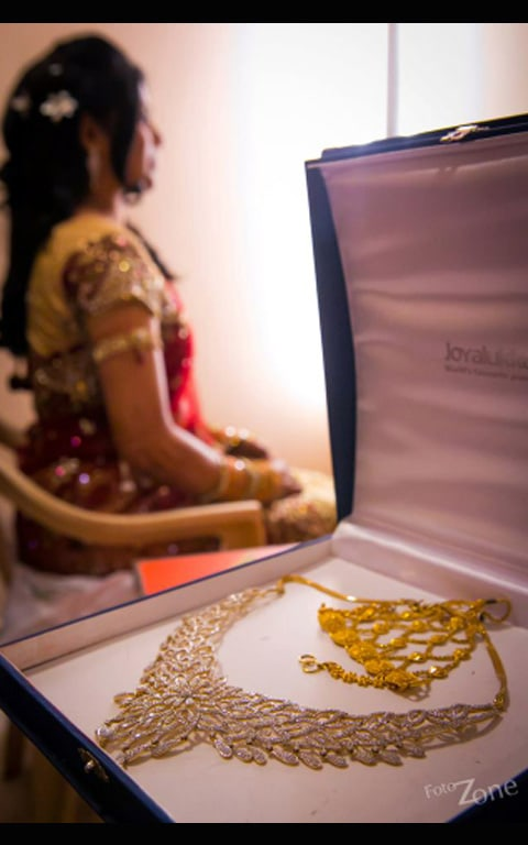Stunning Gold And Diamond Jewellery! by Sathish Kumar Bridal-jewellery-and-accessories | Weddings Photos & Ideas