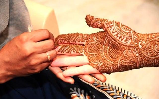 Beautifully Designed Mehendi! by Sathish Kumar Bridal-mehendi | Weddings Photos & Ideas