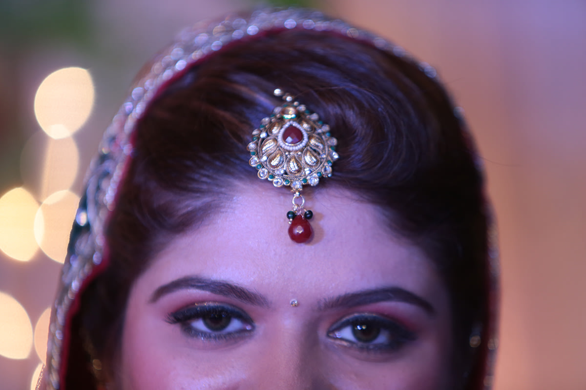 Bride's Mang Tikka Details by Wedding Toasters Wedding-photography Bridal-jewellery-and-accessories | Weddings Photos & Ideas