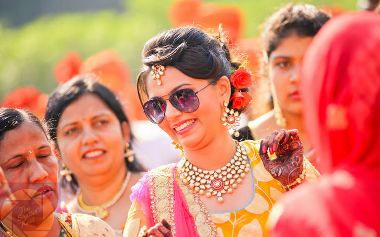 Stunning Bride Wearing Kundan Jewellery by Viral Shah  Bridal-jewellery-and-accessories | Weddings Photos & Ideas