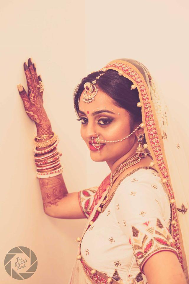 Magnificient Bride Wearing Borla Kundan Mangtikka by Viral Shah  Bridal-jewellery-and-accessories   Weddings Photos & Ideas