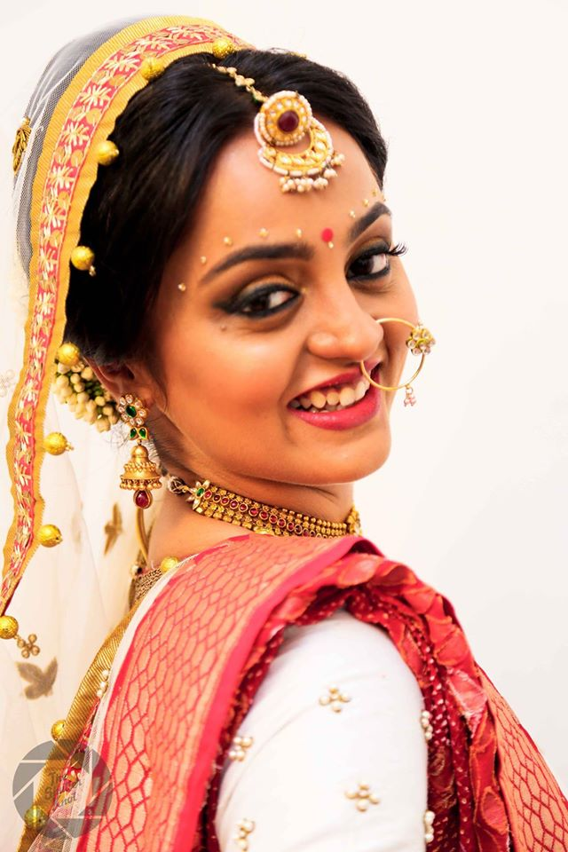 Ravishing Bride Wearing Borla Mangtikka And Winked Colossal Eyes by Viral Shah  Bridal-makeup Bridal-jewellery-and-accessories | Weddings Photos & Ideas