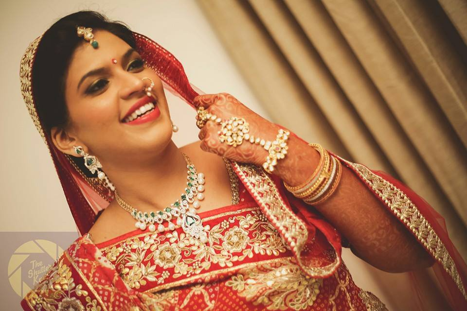 Gorgeous Bride Wearing Kundan Pearl Necklace by Viral Shah  Bridal-jewellery-and-accessories | Weddings Photos & Ideas