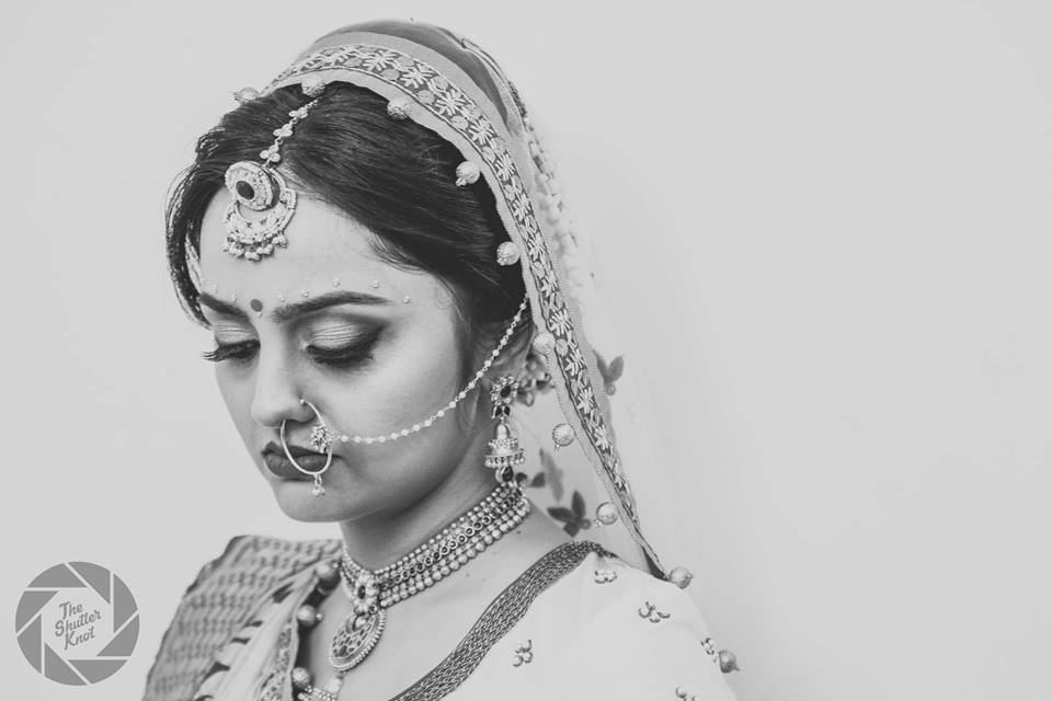 Bulbari Mang Tikka With Statement Gold Nath by Viral Shah  Bridal-jewellery-and-accessories | Weddings Photos & Ideas