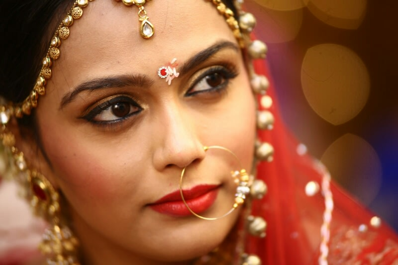 Ravishing Bride Wearing Winked Eyeliner And Gold Nath by Viral Shah  Wedding-photography | Weddings Photos & Ideas