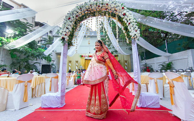A magnificent picture of the bride in her red lehenga by Pankaj Rokade Photography  Wedding-photography | Weddings Photos & Ideas