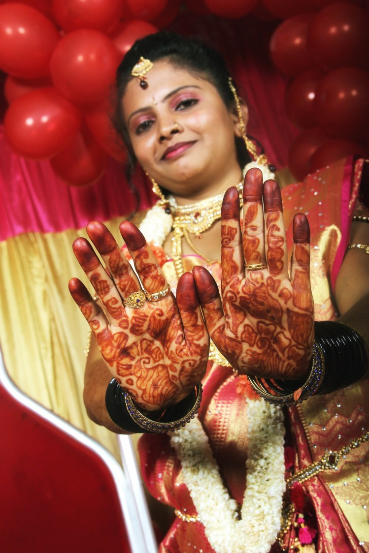 Bride showing off her mehendi by Dark Fx Wedding-photography | Weddings Photos & Ideas