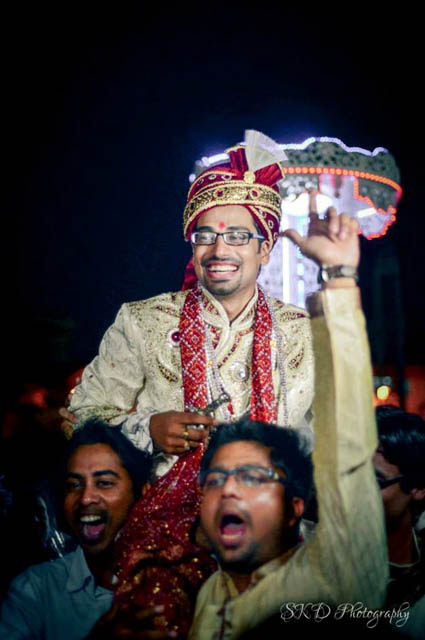 Jovial Groom Arriving in His Wedding by Sourav Kumar Das Wedding-photography | Weddings Photos & Ideas