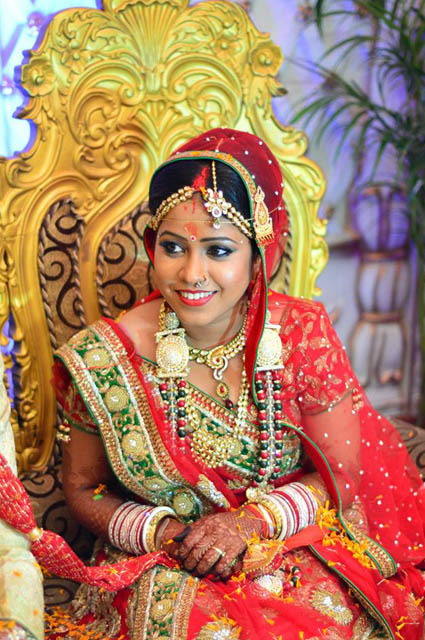 Bride All Smiles On Her Wedding Day by Sourav Kumar Das Wedding-photography Bridal-makeup Bridal-jewellery-and-accessories | Weddings Photos & Ideas