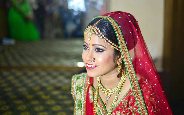 Radiant Bride Wearing Bold Bridal Makeup by Sourav Kumar Das Bridal-makeup Bridal-jewellery-and-accessories | Weddings Photos & Ideas