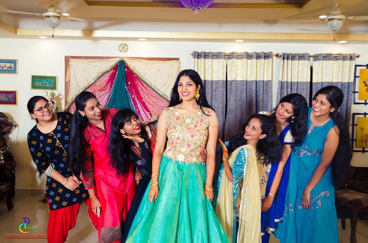 Bride's gang ! by Pixclik Wedding-photography | Weddings Photos & Ideas