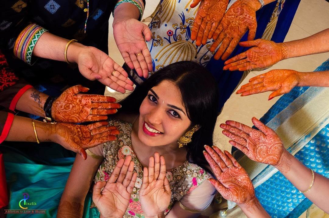 Mehendi time ! by Pixclik Wedding-photography | Weddings Photos & Ideas
