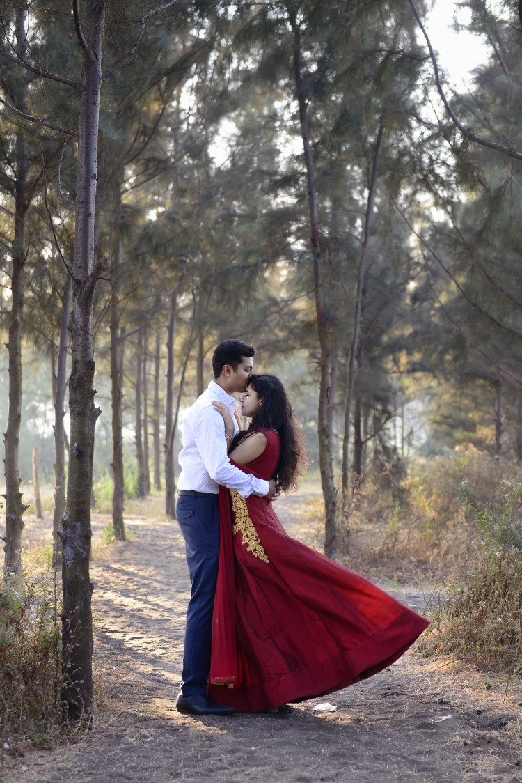 Embracing each other's presence by Neerja N. Photography Wedding-photography | Weddings Photos & Ideas