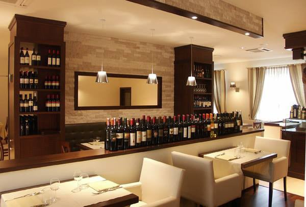 An elegant picture of the bar in a fine dining restauraunt by Bella Cucina Consultancy | Interior Design Photos & Ideas