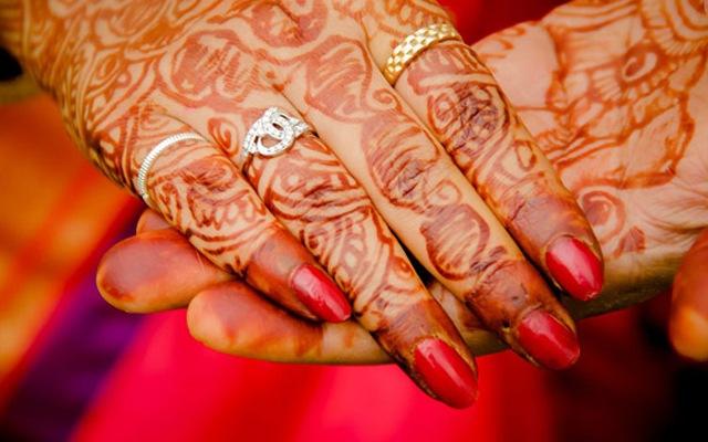 Elegant and beautiful henna by Krazy Moments Wedding-photography | Weddings Photos & Ideas