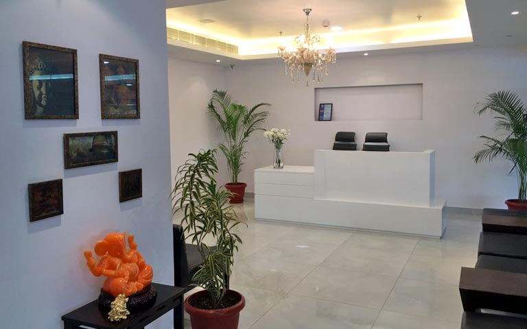 Traditional White Themed Office Reception by Ram Malhotra Traditional | Interior Design Photos & Ideas