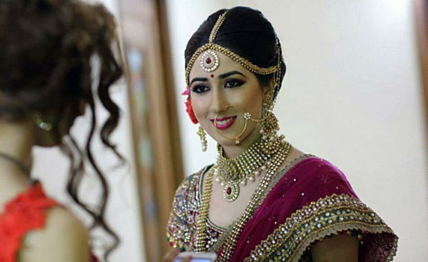 Candidly Shot Gorgeous Bride Wearing Gold Kundan Set by Sumit Virmani Bridal-makeup Bridal-jewellery-and-accessories | Weddings Photos & Ideas