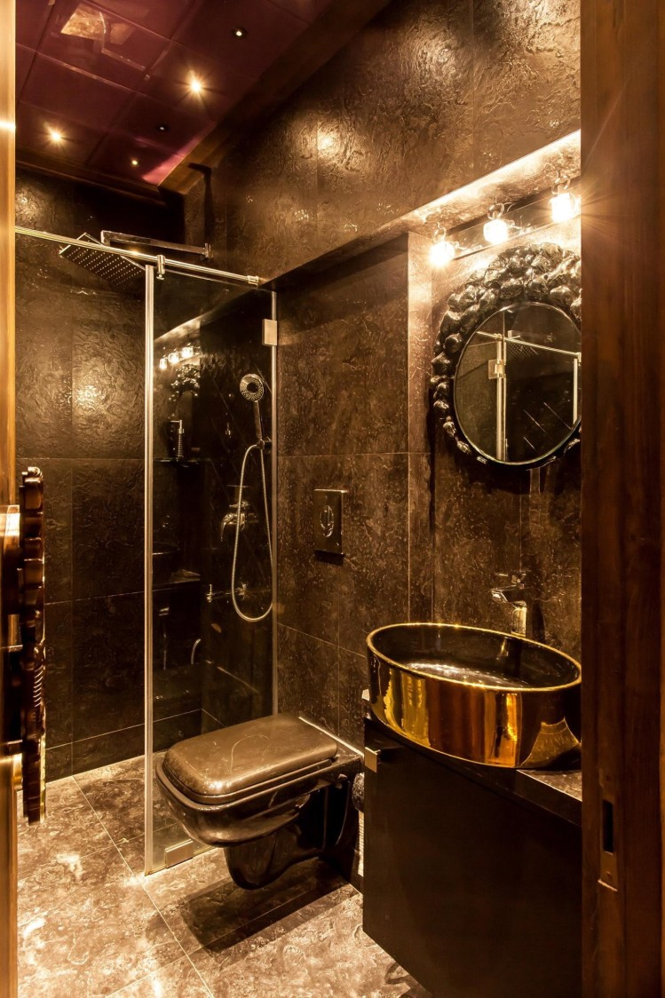 Vintage theme bathroom decor by Blue Arch Interiors Bathroom | Interior Design Photos & Ideas