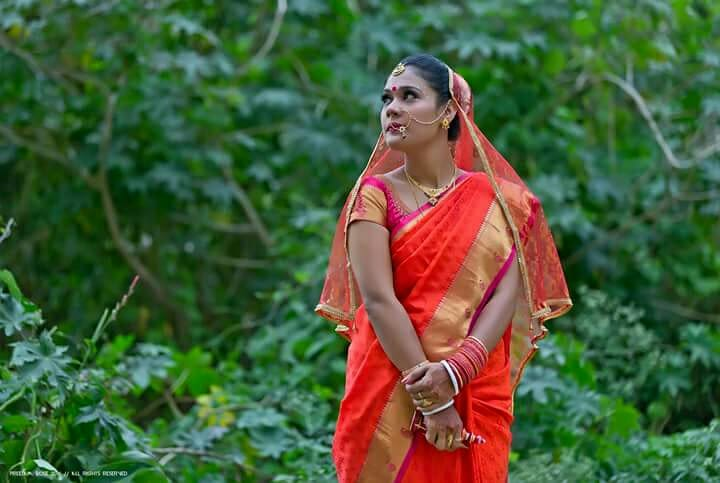 The quirky bride posing in a red saree by Pixelpeppermint Wedding-photography | Weddings Photos & Ideas
