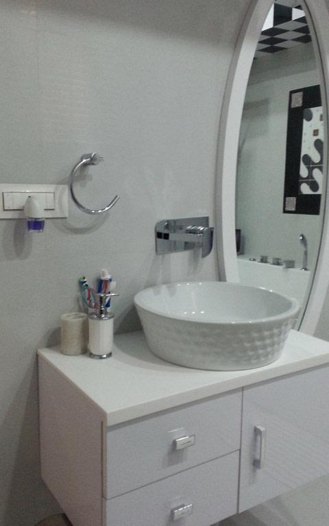Modern white themed bathroom decor by Designmantra Bathroom | Interior Design Photos & Ideas