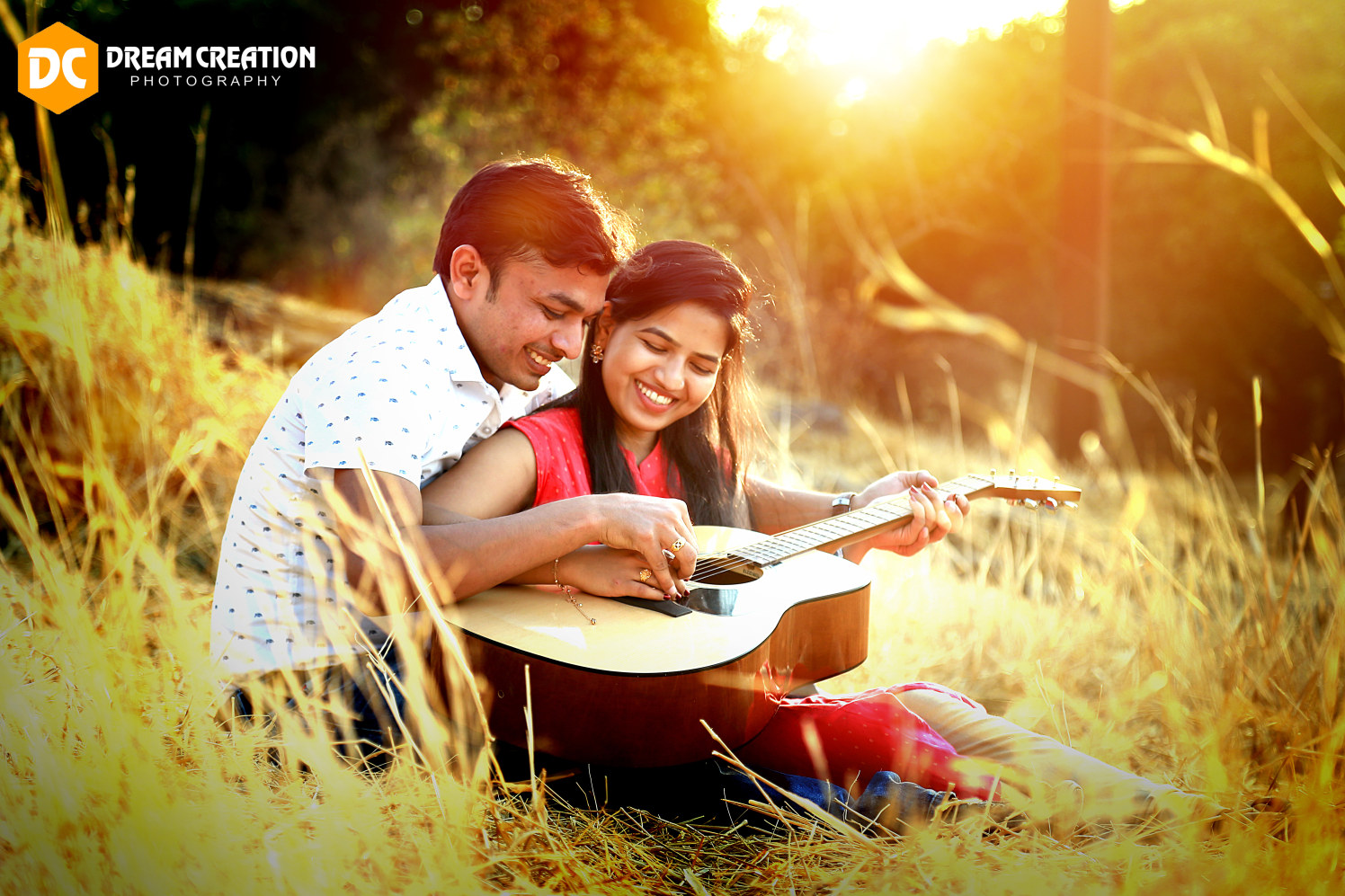 A happy portrait of the couple playing the guitar by Dream creation Omerga Wedding-photography | Weddings Photos & Ideas