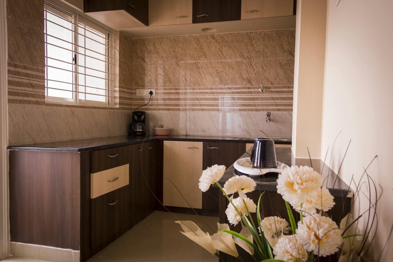 U Shaped Modular Kitchen by Snigdha Ghosh Modular-kitchen Contemporary | Interior Design Photos & Ideas