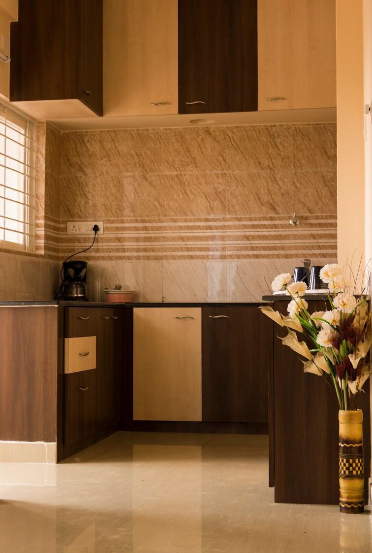 Wooden Modular Kitchen Cabinets by Snigdha Ghosh Modular-kitchen Contemporary | Interior Design Photos & Ideas