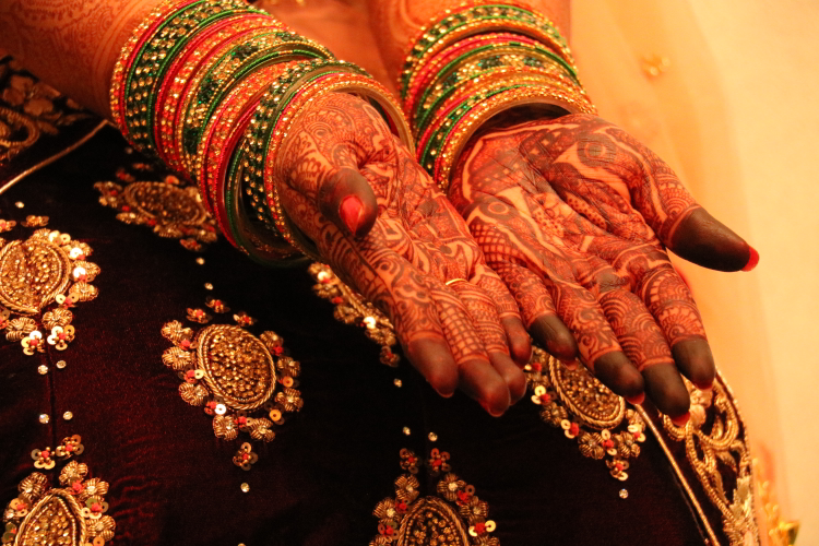 Intricate designs of beautiful mehandi on the brides hand by Basundi Photography Wedding-photography | Weddings Photos & Ideas
