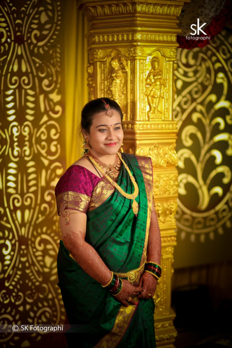A lovely pose on an extravagant gold background by SK Fotographi Wedding-photography | Weddings Photos & Ideas