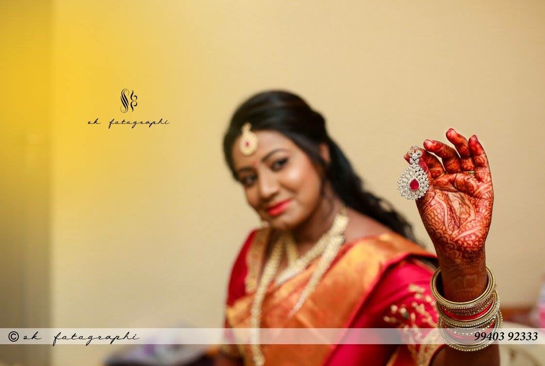 Displaying an elegant ornament by SK Fotographi Wedding-photography | Weddings Photos & Ideas