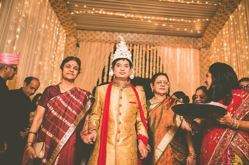 The groom arrives! by Kuntal Mukherjee Photography Wedding-photography | Weddings Photos & Ideas