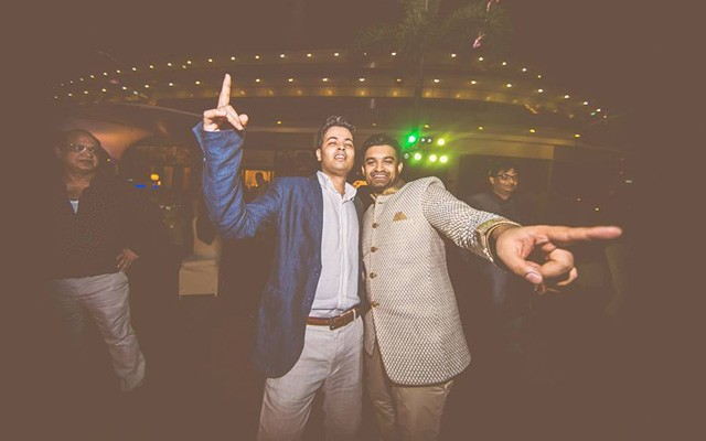 Dancing in joy! by Kuntal Mukherjee Photography Wedding-photography | Weddings Photos & Ideas