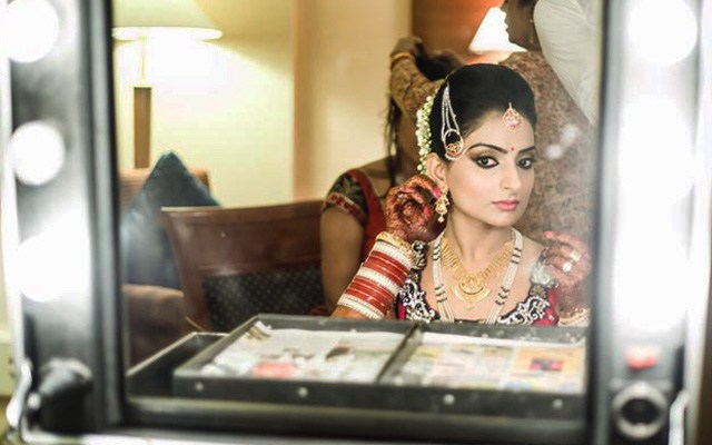 An elegant look in the mirror by Flgroe Studios Wedding-photography | Weddings Photos & Ideas