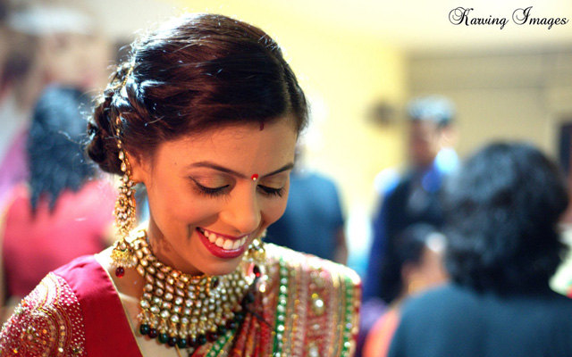 Smiling bride wearing beautiful polki jewelery by Karving Images Wedding-photography | Weddings Photos & Ideas