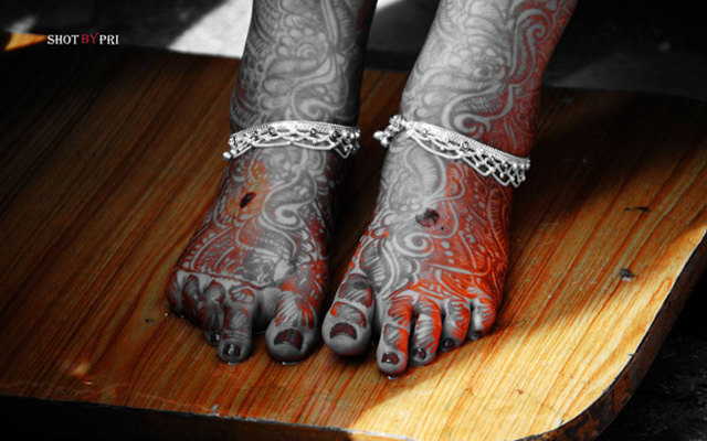 Beautiful bridal feet mehendi and payal by Karving Images Wedding-photography | Weddings Photos & Ideas