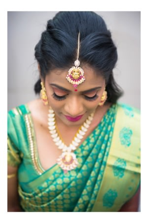 Beautiful bridal mang teeka by Karving Images Wedding-photography | Weddings Photos & Ideas