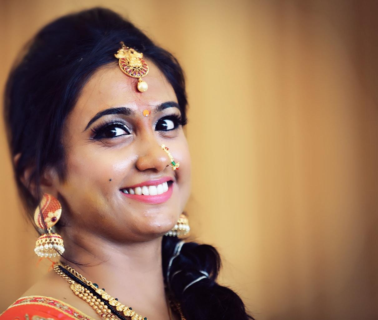 Bride Wearing Pretty Airbrush Makeup by Priyanka Bridal-makeup | Weddings Photos & Ideas