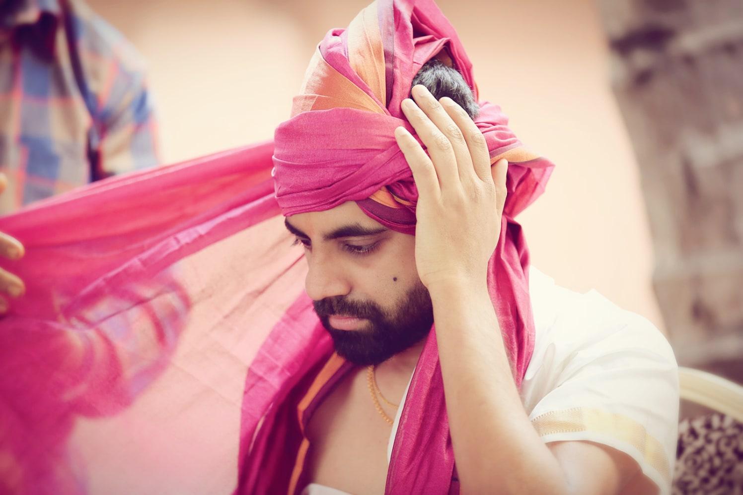 Groom Wearing a Pink Turban by Priyanka Wedding-photography | Weddings Photos & Ideas