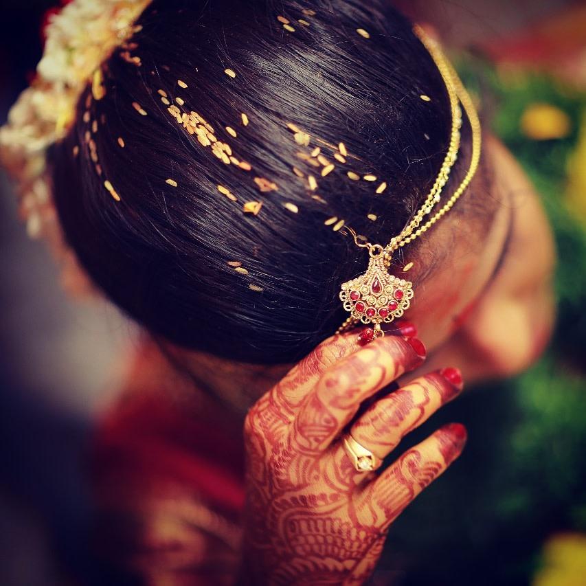 Beautiful bridal mang teeka shot by Karving Images Wedding-photography | Weddings Photos & Ideas