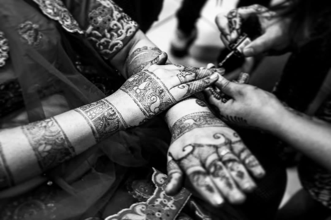Bride Getting Mehendi Done by Karving Images Wedding-photography | Weddings Photos & Ideas