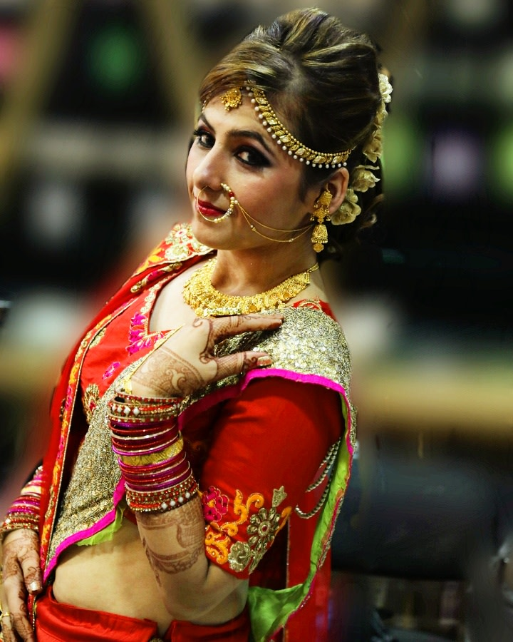 Gorgeous Bride Wearing Bold Makeup by Priyanka Bridal-makeup Bridal-jewellery-and-accessories | Weddings Photos & Ideas