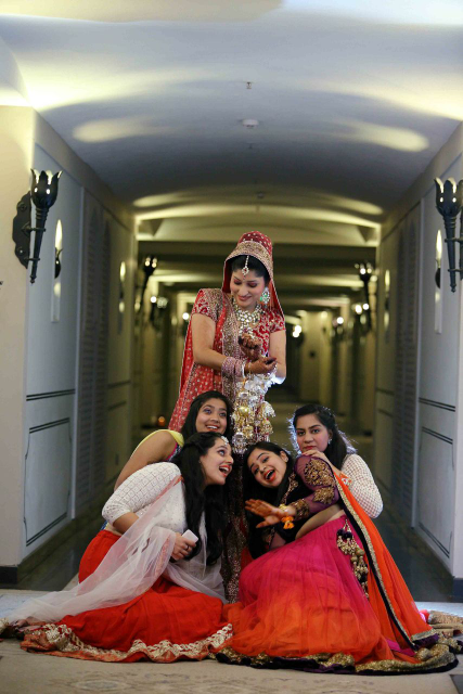 Fun Pose of Bride and Wedding Guests by Satinder pal singh Wedding-photography | Weddings Photos & Ideas