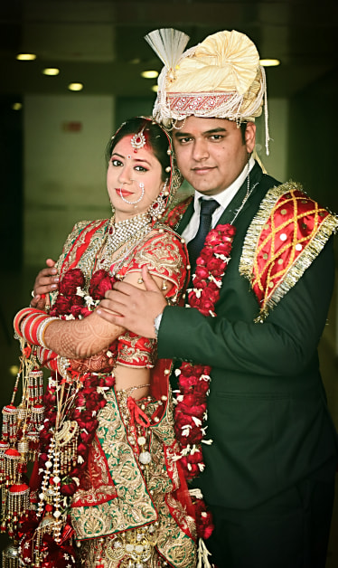 Bride and Groom Wearing Elegant Traditional Attires by Himanshu Chauhan Wedding-photography | Weddings Photos & Ideas