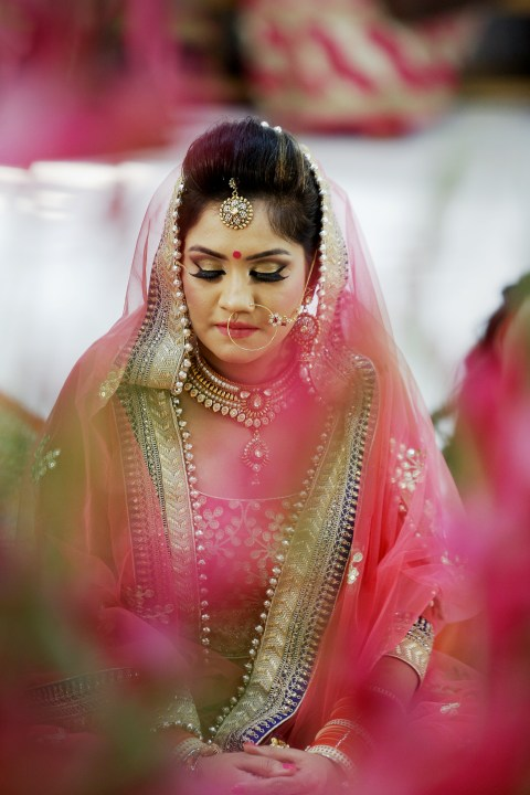Bride Wearing Bold Eye Makeup by Himanshu Chauhan Bridal-makeup | Weddings Photos & Ideas