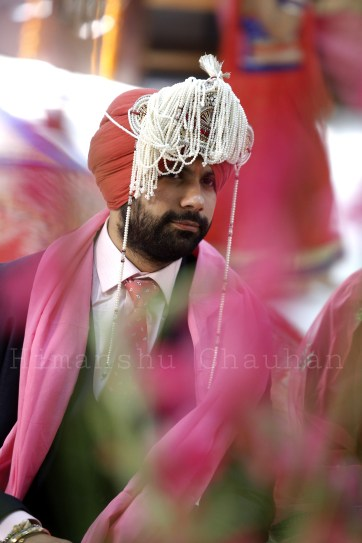 Groom Wearing Turban With Traditional Sehra by Himanshu Chauhan Wedding-photography Groom-wear-and-accessories | Weddings Photos & Ideas
