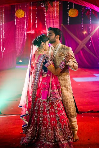 Bride and Groom Wearing Combination Outfits by Himanshu Chauhan Wedding-photography | Weddings Photos & Ideas